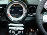 Mini full bluetooth control via IDRVE and CID screen.