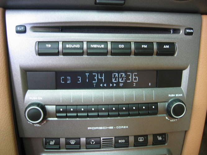 Porsche CDR24 playing from iPod